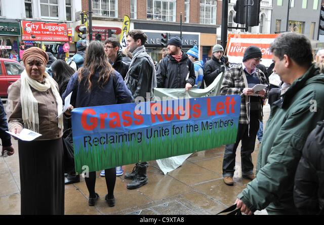 London, UK. 3. März 2012. Anti-Workfare-Demonstranten auf der Oxford Street im Zentrum von London gegen Workfare Stockbild