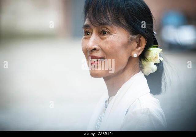 15. Juni 2012 - Oslo, Norwegen: Aung San Suu Kyi kommt im Grand Hotel in Oslo am ersten Tag von ihrem Besuch in Stockbild