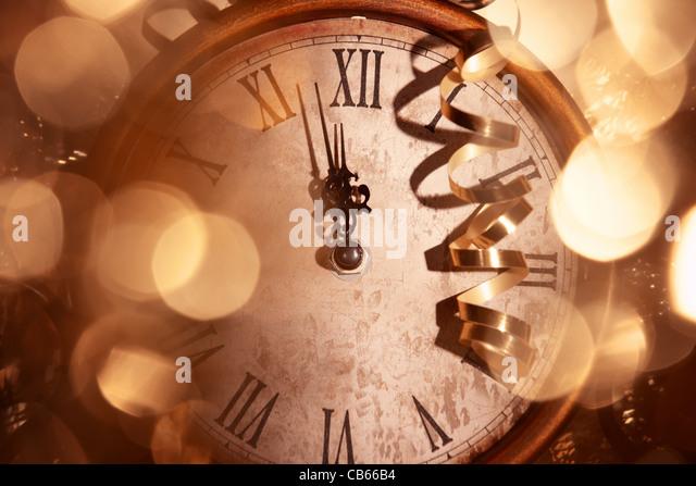 12:00 Mitternacht, Neujahr-Konzept. Stockbild