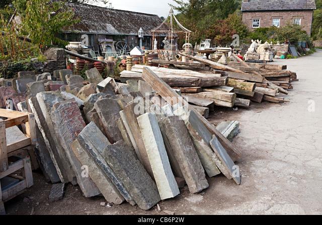 Stein-Stürze in architektonische Bergung Hof Wales UK Stockbild
