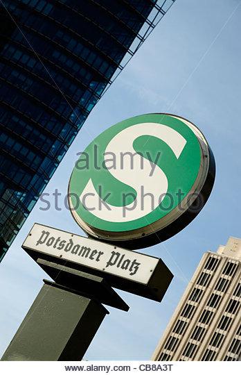 S-Bahn Station Zeichen der Potsdamer Platz in Berlin Stockbild