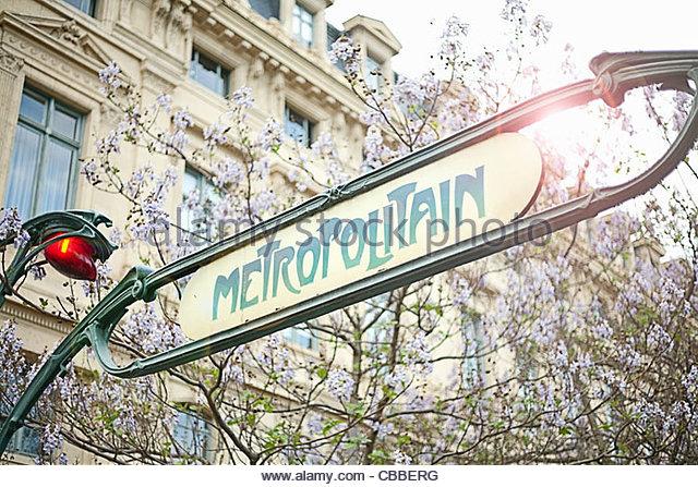 U-Bahn-Schild in Paris Stockbild