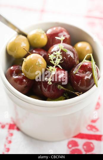 Kirschen-Oliven Stockbild