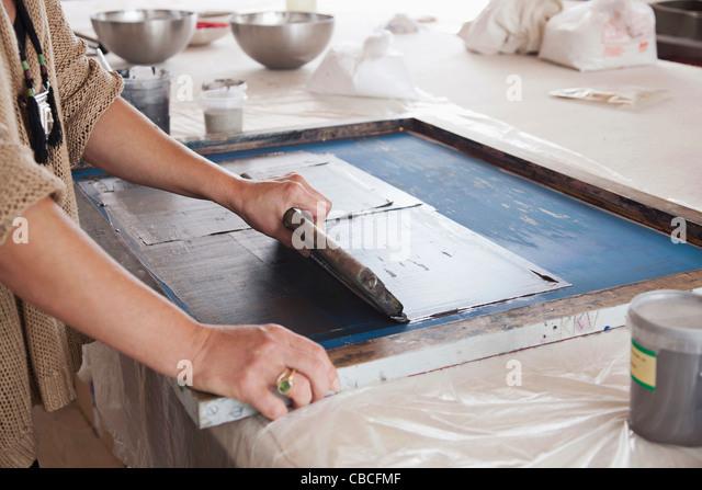 Designer-Druck auf Textilien im studio Stockbild