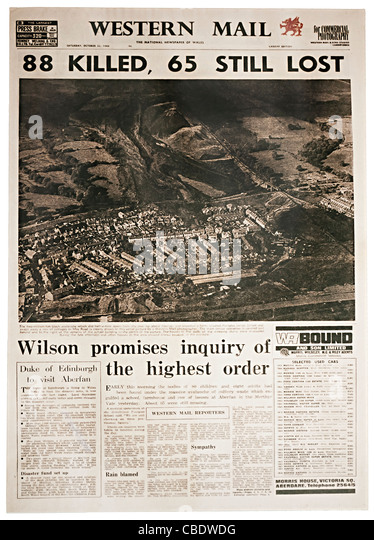 Zeitung Titelseite für Aberfan Katastrophe 22. Oktober 1966 Wales UK Stockbild