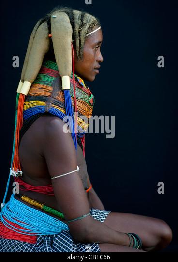 Mwila Trägerin der Vilanda Halskette, Chibia Bereich, Angola Stockbild