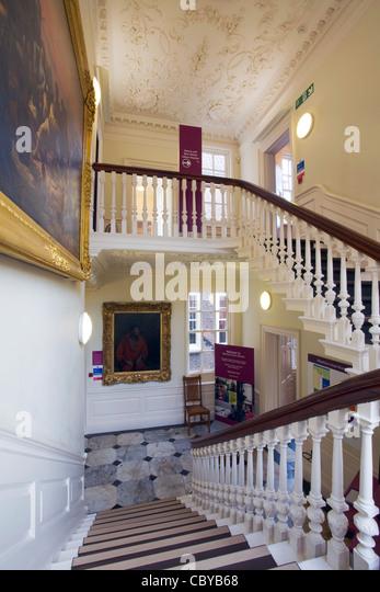 Eine Treppe in Wilberforce House, Hull, East Yorkshire. Stockbild