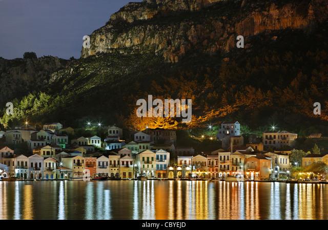 """Partielle Nacht Blick auf das malerische Dorf von Kastellorizo (oder """"Meghisti"""") Insel, Dodekanes, Griechenland Stockbild"""