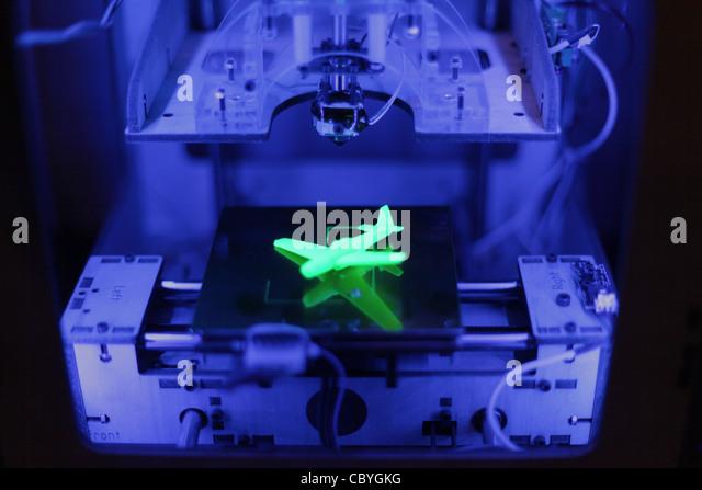 Makerbot Thing-O-Matic 3d Drucker druckt ein Modellflugzeug 3d. Stockbild