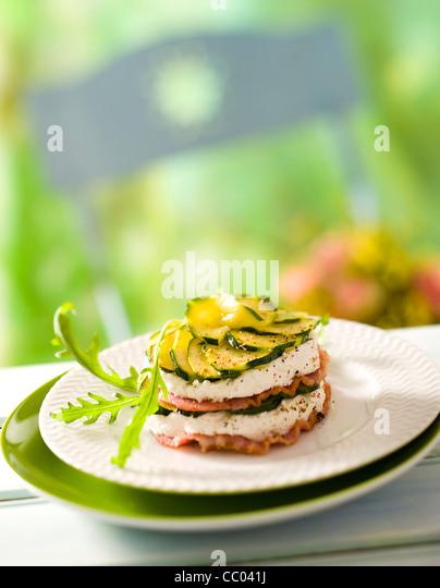 Zucchini und Ziegenkäse Käse Mille feuilles Stockbild