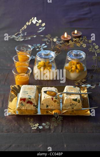 Litschi und Mango-Gelee mit Geeiste Nougat Stockbild