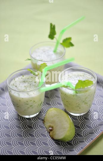 Apfel und Koriander-Smoothie Stockbild