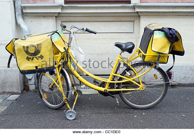 Deutsche Post Fahrrad Post Lieferung, Leipzig, Deutschland, Europa Stockbild