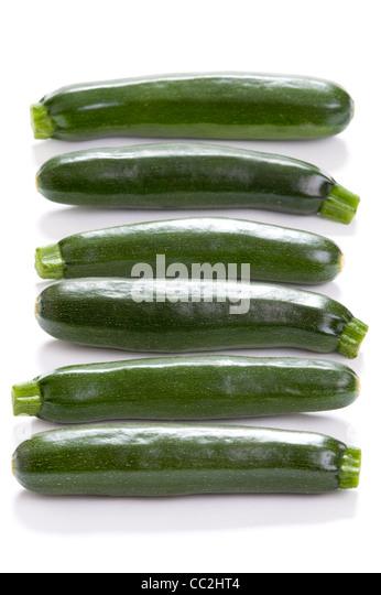 Zucchini oder Zucchini isoliert auf einem weißen Studio-Hintergrund Stockbild