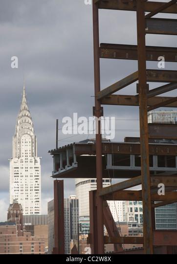 USA, New York State, New York City, Baustelle und Chrysler Gebäude im Hintergrund Stockbild