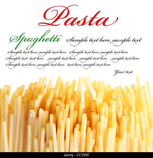 Italienische Pasta auf dem weißen Hintergrund. Der Platz für Ihren Text auf der Oberseite. Stockbild