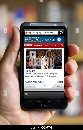 Blick auf die ESPN Sport-Website auf einem HTC-smartphone Stockbild