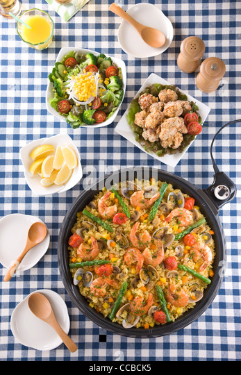 Paella auf heißer Platte Stockbild