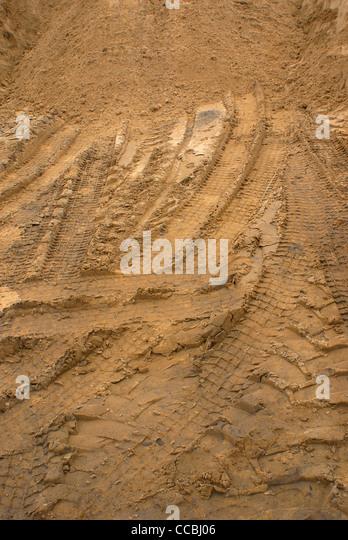 Sand mit Transport-Spuren erstellen. Stockbild