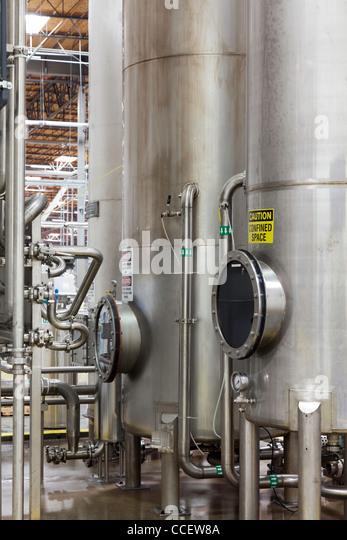 Silos in der Flasche Industrie Stockbild