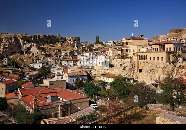 Foto von Ürgüp entfernt, wo man einige alte griechische Häuser sehen kann. Nevsehir, Kappadokien, Stockbild