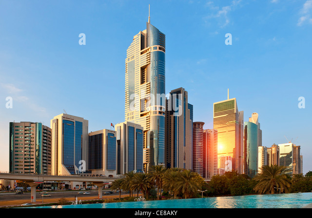 Dubai, Wolkenkratzer entlang der Sheikh Zayed Road Stockbild