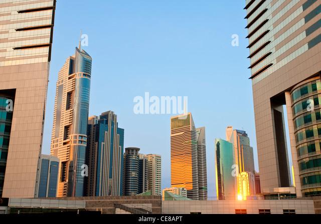 Dubai, Wolkenkratzer bei Sonnenuntergang Stockbild
