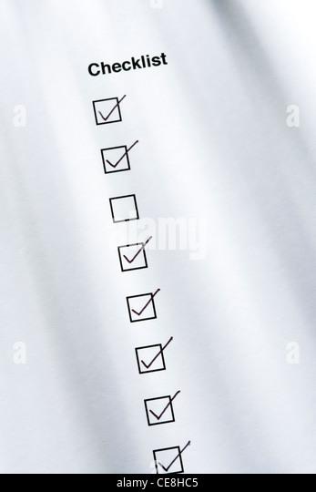 Checkliste, ein Feld nicht angekreuzt Stockbild