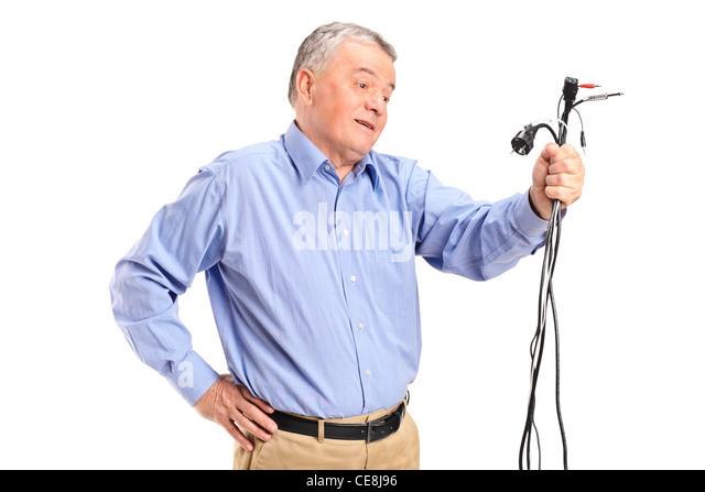 Verwirrt Senior mit Stromkabel Stockbild