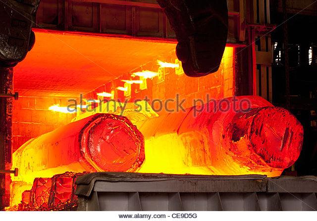 Geschmiedete Stahlschmelze in Ofen Stockbild