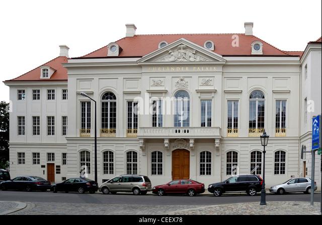 Historisches Gebäude Kurlaender Palais in Dresden nach der Rekonstruktion. Stockbild