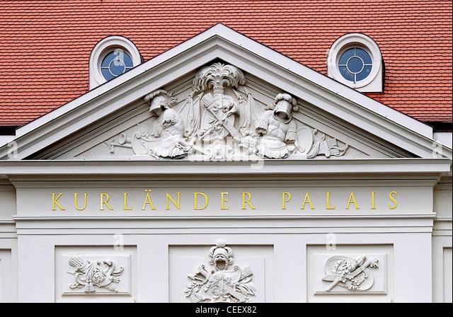 Portal des historischen Gebäudes Kurlaender Palais in Dresden nach der Rekonstruktion. Stockbild