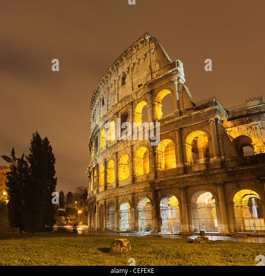 Roman Coliseum beleuchtet nachts Stockbild