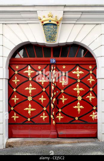 Portal von einem restaurierten Wohnhaus auf dem unteren Markt in Görlitz. Stockbild
