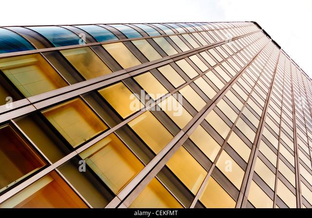 hoch moderne Bürogebäude - Glas und Stahl Stockbild