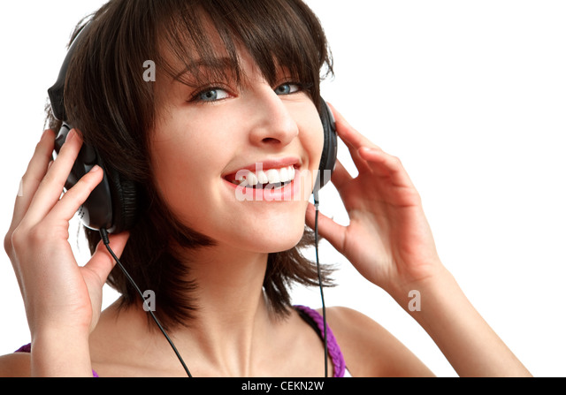 Mädchen mit Kopfhörern auf - hören mit Lächeln auf ihrem Gesicht Stockbild