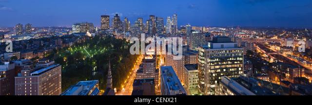 Luftaufnahme von Boston Stadtbild bei Dämmerung, Boston, Massachusetts, USA Stockbild