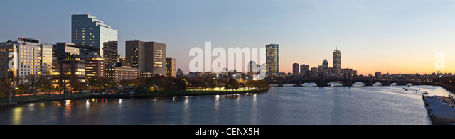 Gebäude an der Waterfront, Charles River, Boston, Massachusetts, USA Stockbild