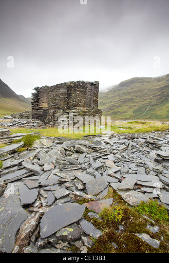 Die Überreste der verlassenen Llyn Cwmorthin Slate Mine hoch über Blaenau Ffestiniog in Snowdonia-Nationalpark. Stockbild
