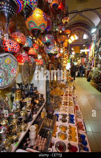 Beleuchtung & Glaswaren auf Verkauf in den großen Basar, Istanbul, Türkei Stockbild