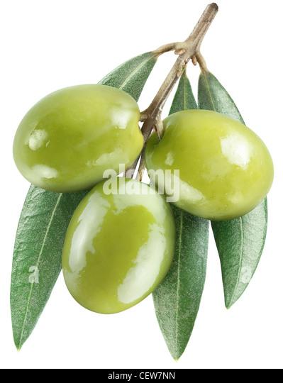 Oliven mit Blättern auf einem weißen Hintergrund. Datei enthält den Pfad zum Schneiden. Stockbild