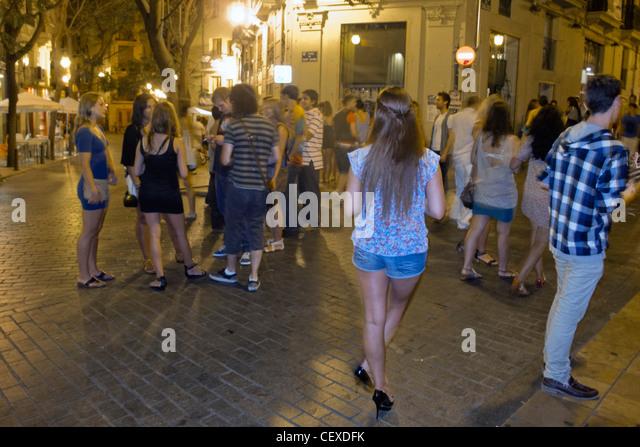 Nachtleben Menschen in El Carmen, junge Menschen auf die Straße, Valencia, Spanien Stockbild