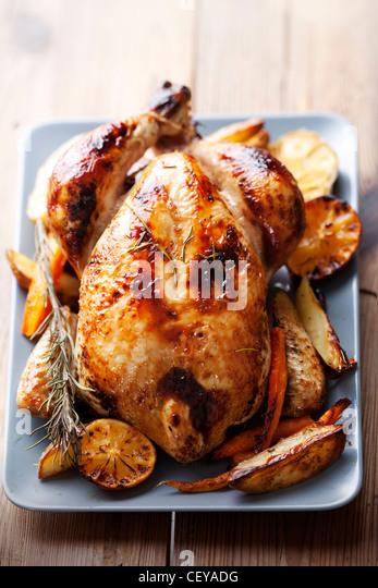 ganz gebratenes Huhn Stockbild