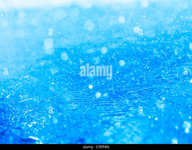 Spritzt Wasser Closeup abstrakte Hintergrundtextur blau Stockbild