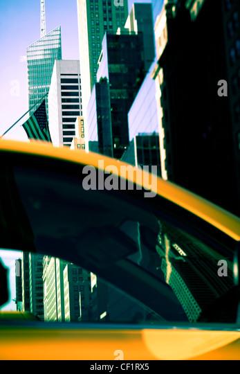 Moderne Architektur der Gebäude entlang der 42nd Street in Midtown Manhattan, New York, Vereinigte Staaten Stockbild