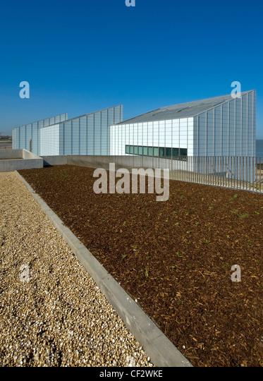 Grünfläche am Fort Hill mit Blick auf die Turner Contemporary Arts Galerie in Margate. Stockbild