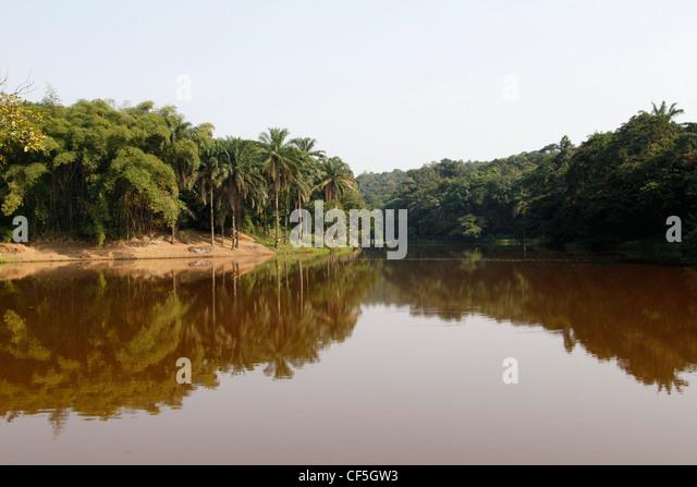 Ein Blick auf den Lukuya-Fluss außerhalb der Hauptstadt Kinshasa. Demokratische Republik Kongo. Stockbild