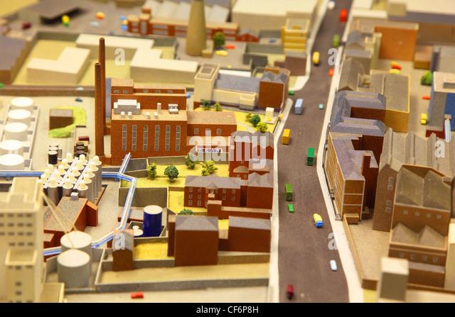 architektonische Steckbrett Modell das Industrieviertel mit Modellen der Autos Stockbild
