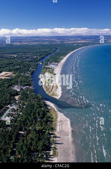 Luftbild von der weltweit am längsten Süßwasserstrand Wasaga Beach, Huron-See, Ontario, Kanada. Stockbild