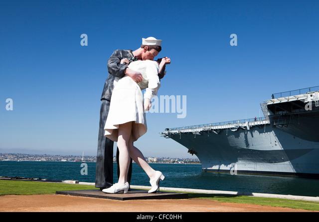 USA, USA, Amerika, Kalifornien, San Diego, Midway City, Vereinigte Staaten, Freizeitpark, Seemann, küssen, Stockbild